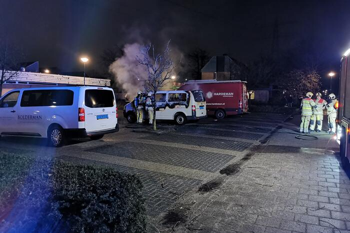 Taxi van Bolderman helemaal uitgebrand
