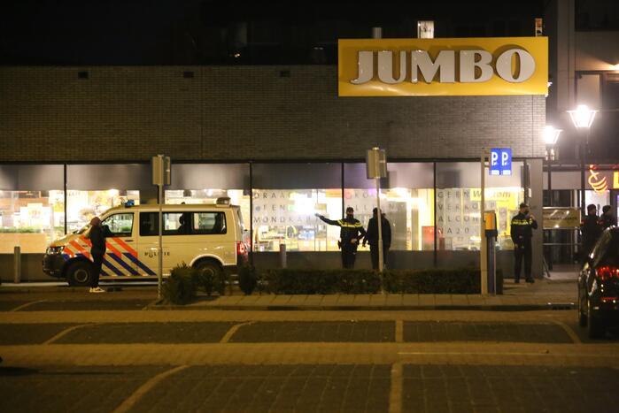 Winkelcentrum afgesloten door forse politiemacht