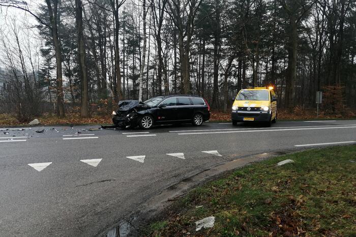 Auto in de kreukels bij verkeersongeval