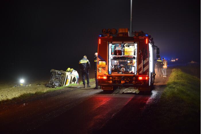 Bestuurder bekneld na eenzijdig ongeval