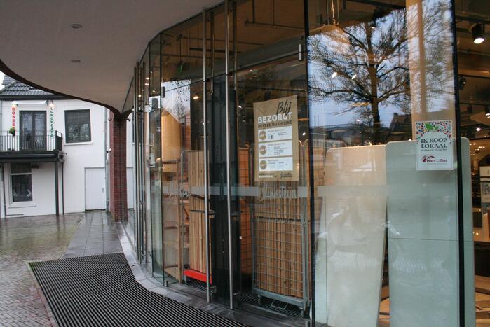 Ondernemers barricaderen winkels voor eventuele rellen