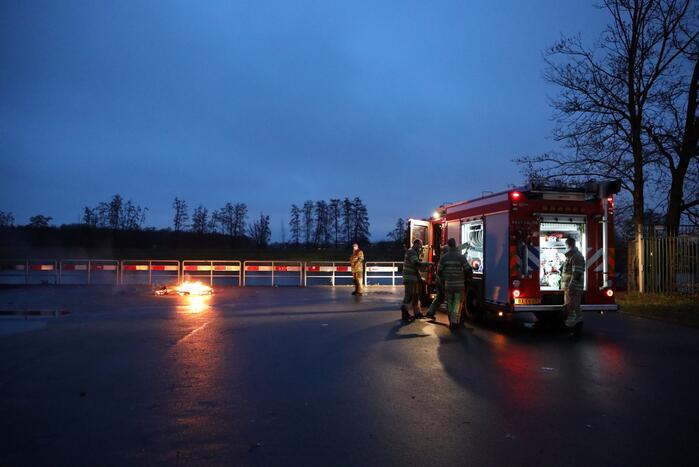 Stapel pallets in brand gestoken
