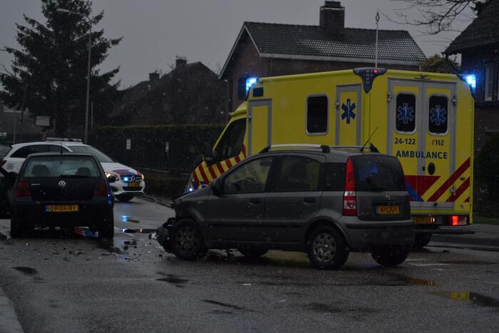 Veel schade bij ongeval met personenauto's