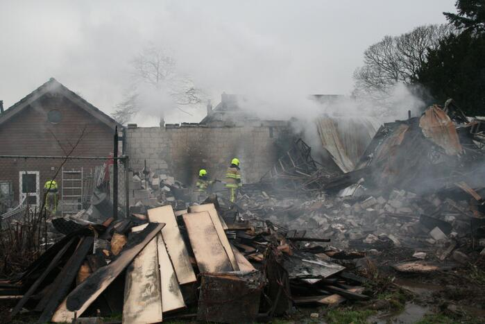 Enorme schade na grote brand in loods