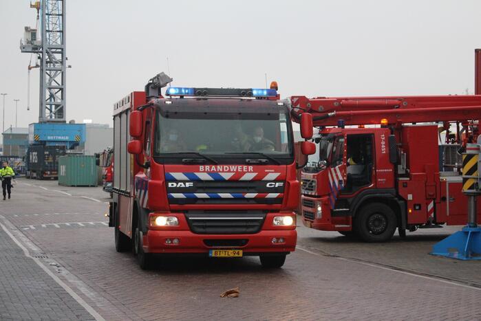 Persoon ernstig gewond na val in ruim van schip