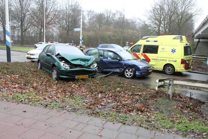 Forse schade na aanrijding tussen twee voertuigen