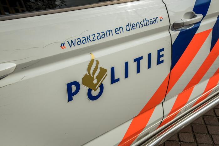 Politie rijdt zich vast in de sneeuw