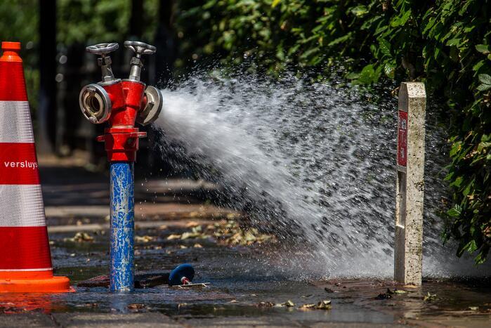 Gesprongen waterleiding zorgt voor stoomvervorming