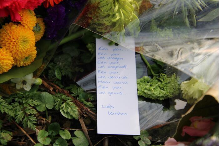 Met kaarsjes herdenken dorpsgenoten dood Karin Grijpstra (55)
