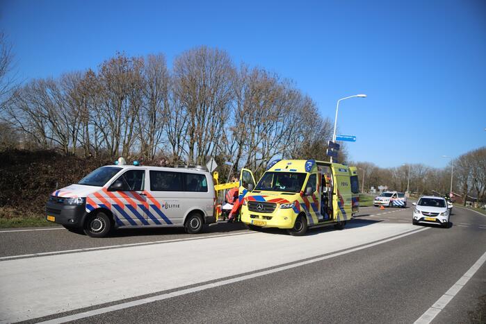 Fietser ernstig gewond bij botsing met auto