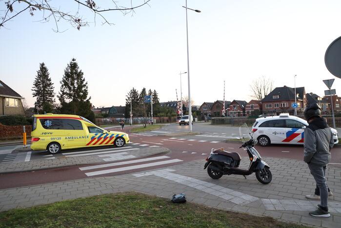 Scooterrijdster en passagier geschept