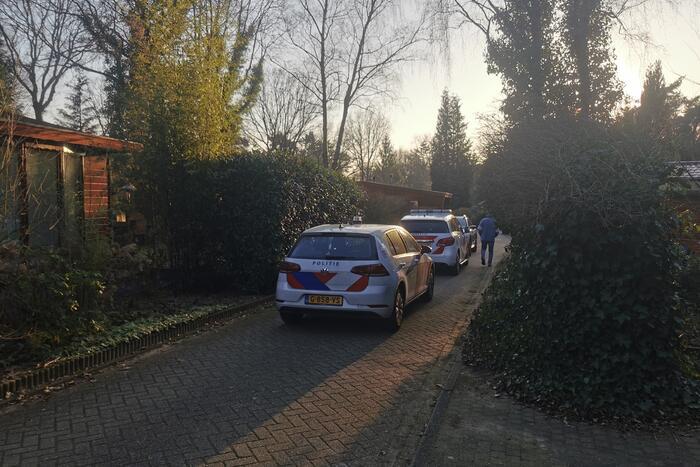 De politie doet onderzoek naar een overleden persoon
