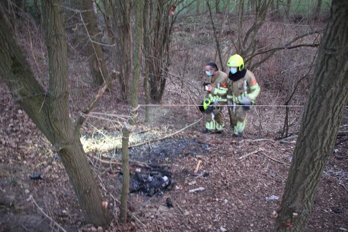 Brand bij hangplek in bosjes