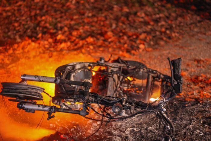 Scooter in brand gestoken