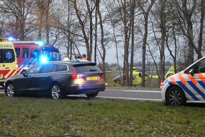 Bestuurder bekneld bij ernstig verkeersongeval
