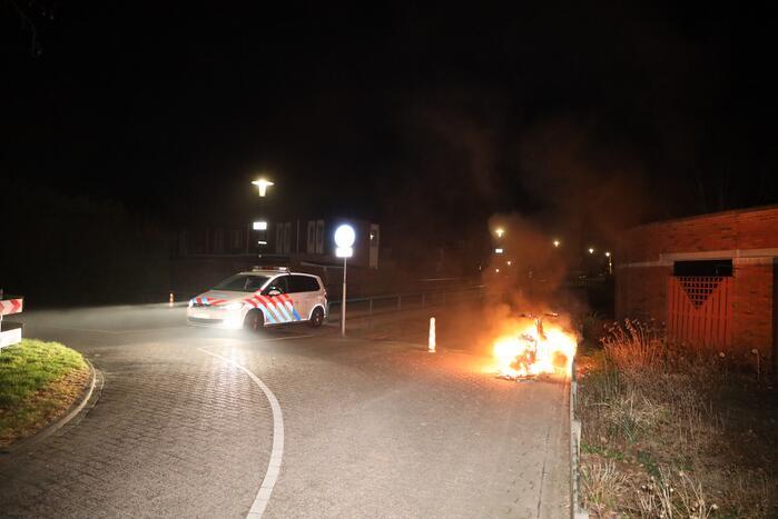 Wederom scooter verwoest door brand