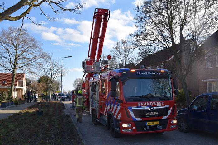 Brandweer doet onderzoek naar vuur uit schoorsteen