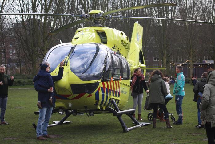 Traumahelikopter haalt coronapatiënt op