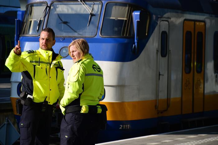 Mogelijk persoon met vuurwapen in trein