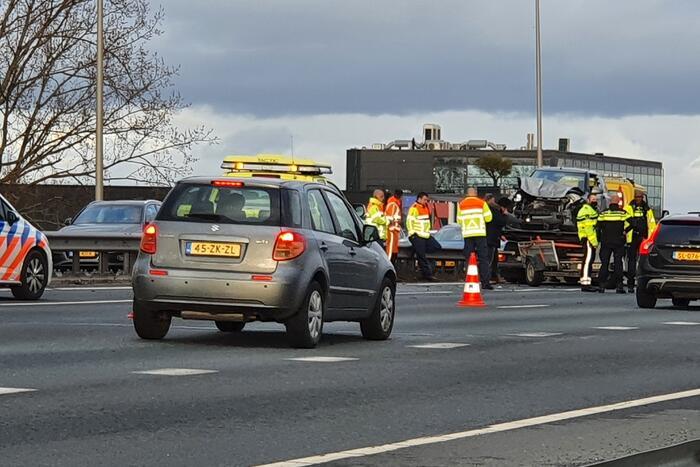 Snelweg dicht na ongeval met meerdere voertuigen