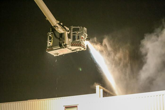 Brand in loods van houtbewerkingsbedrijf