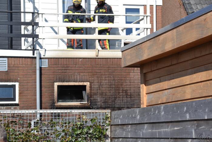 Smeulende barbecue zorgt voor brand