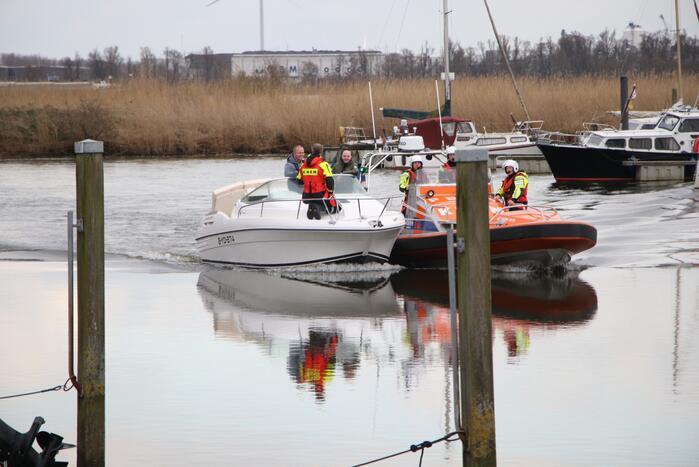 Speedboot naar de kant gebracht na problemen
