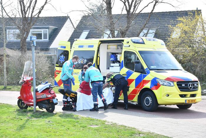 Scooterrijder gaat onderuit en raakt gewond