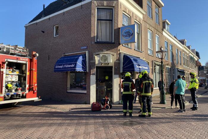 Schaap's Vishandel loopt vol met rook na brandende wasdroger