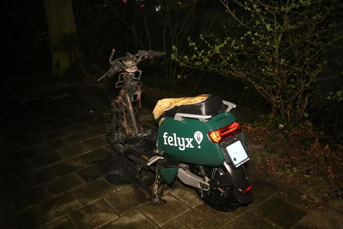 Scooter verwoest door brand