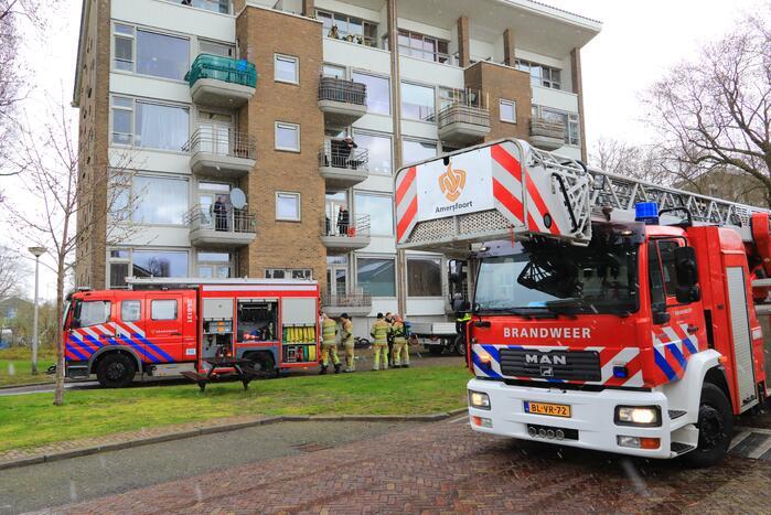 Verdieping flatgebouw ontruimd door brand