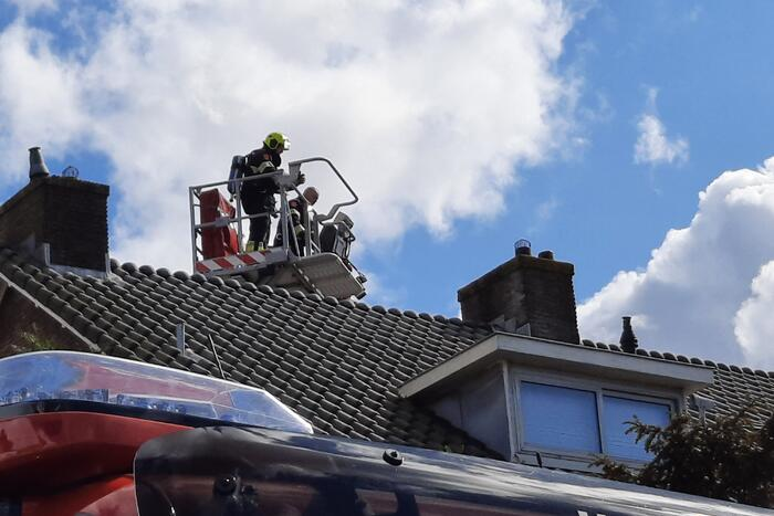 Brandweer verwijderd vogelnest uit schoorsteen na schoorsteenbrand