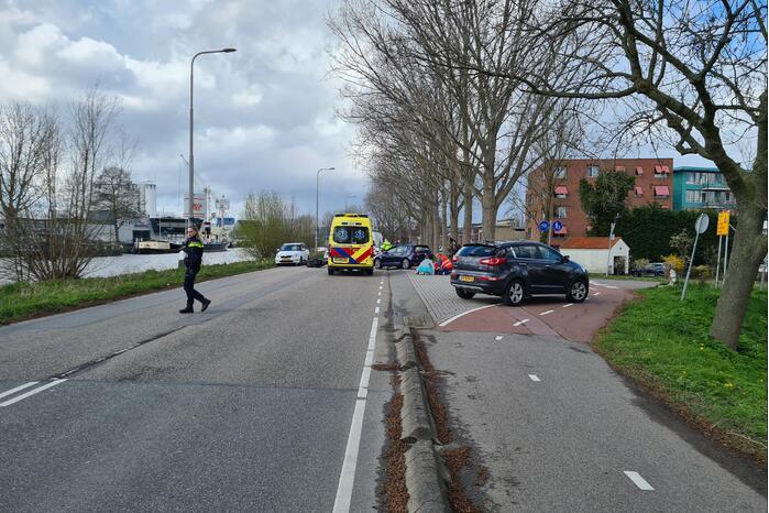 Scooterrijdster gewond bij botsing met auto