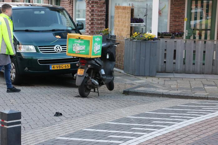 Maaltijdberzorger onderuit met scooter