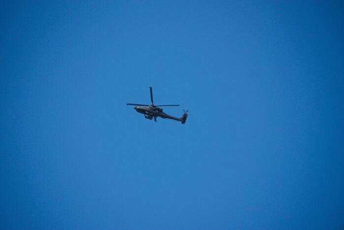 Apache-gevechtshelikopters oefenen boven Soesterkwartier