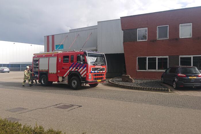 Bedrijfspand ontruimd door brand in laaddock