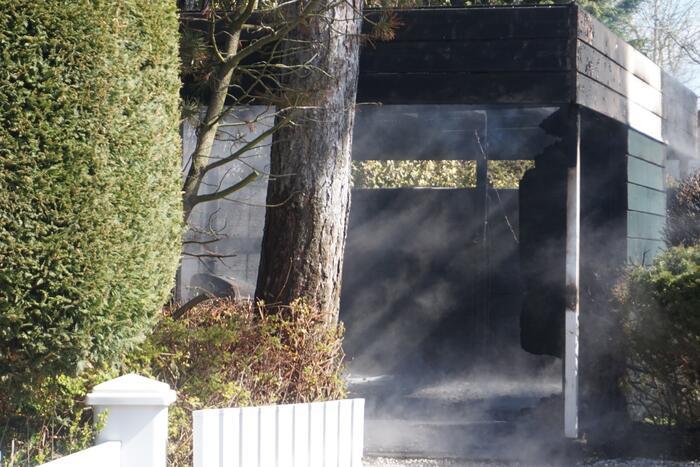 Brand in carport bij vakantiewoning