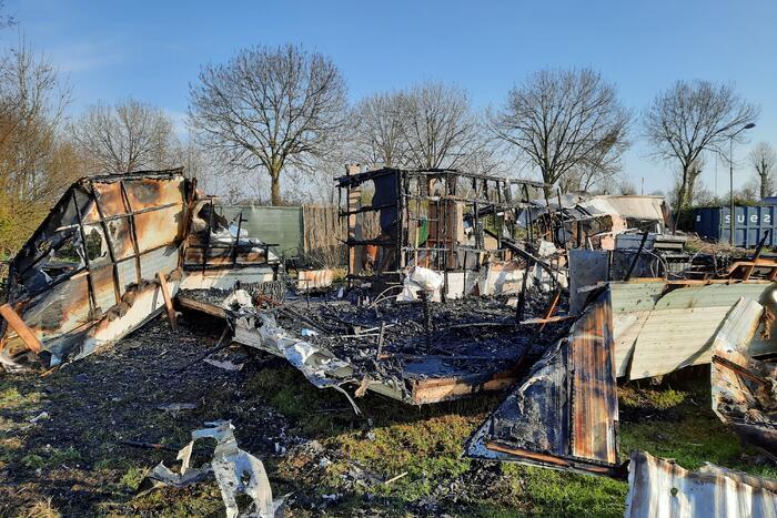 Twee stacaravans volledig uitgebrand