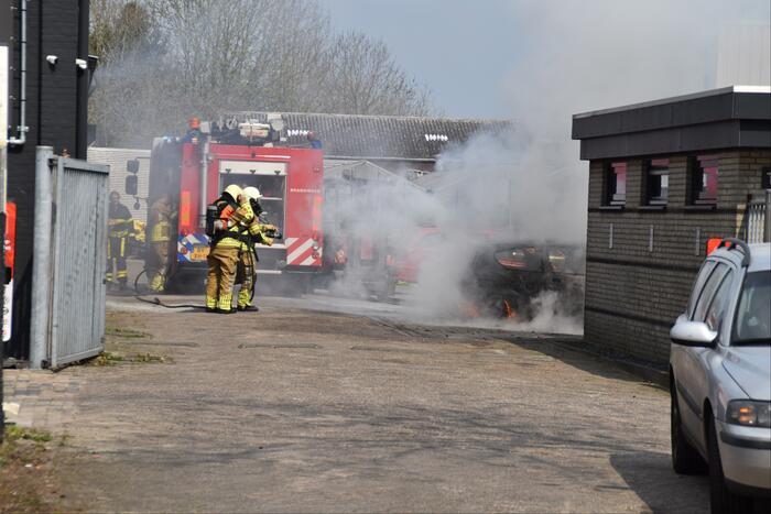 Auto brandt uit bij Fens Occasion Center