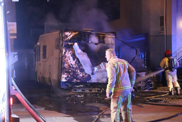 Camper verwoest na aangestoken brand
