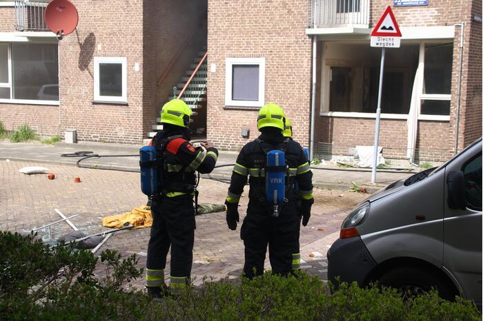 Explosie bij brand in portiekwoning