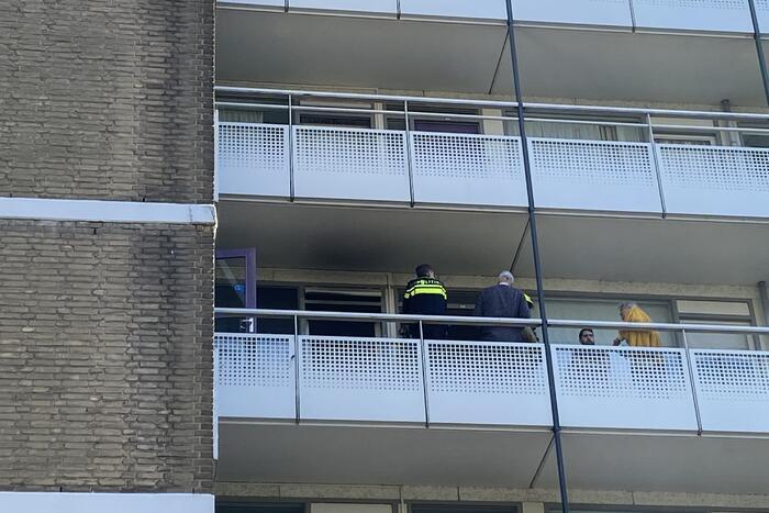 Brandweer blust keukenbrand in appartementencomplex