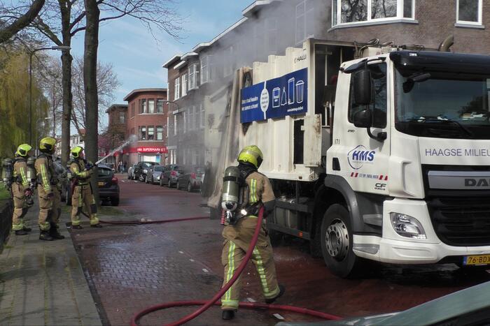 Lading van vuilniswagen vat vlam