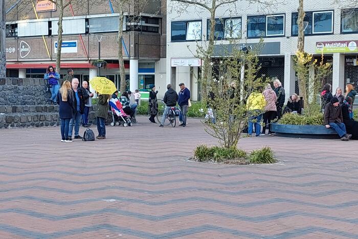 Demonstratie tegen coronamaatregelen op Stadhuisplein