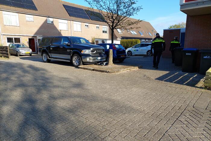Politie massaal aanwezig in de wijk Schoener