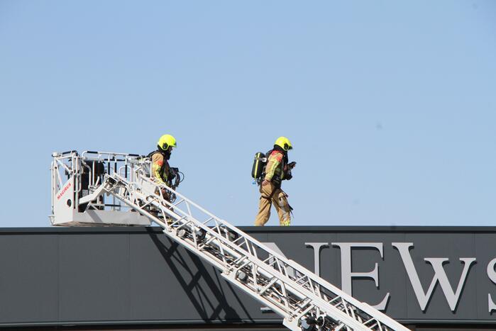 Onderzoek naar brand op dak van bedrijfspand