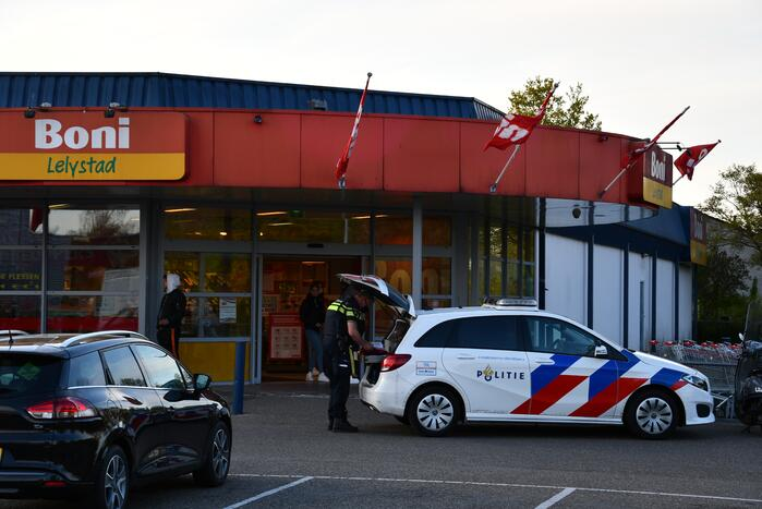 Politie aanwezig door winkeldiefstal met geweld in Boni