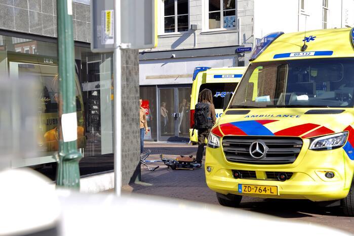 Ongeval tussen scooter en fiets trekt veel bekijks