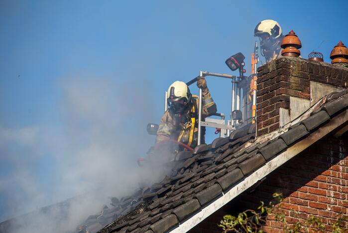Kleine brand op dak van woning