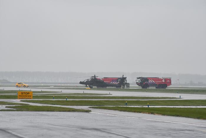 Apache-helikopter geland na noodsituatie
